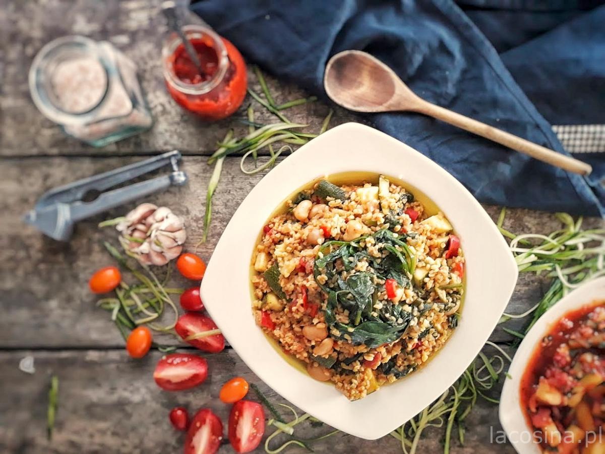 Kasza bulgur z warzywami i fasolką