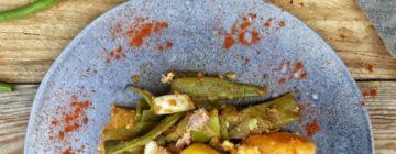 Briami – grecka zapiekanka ziemniaczana z cukinią i fetą