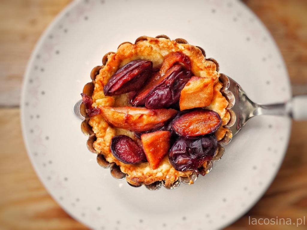 Tarta z karmelizowanymi owocami