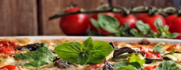 Bakłażan zapiekany z soczewicą w pomidorach