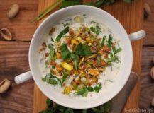 Dip jogurtowy z kolendrą i pistacjami